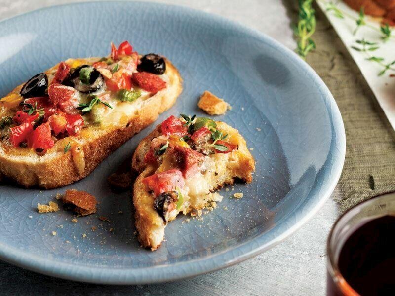 Ekmek Üstü Pizza - Sahurda Gün Boyu Tok Tutacak 5 Tarif