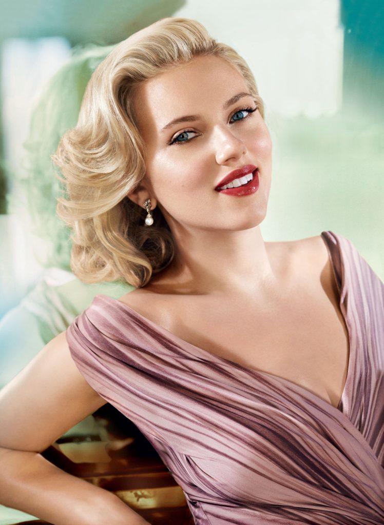 00 Holding Scarlett Johansson 5 Things